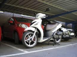 Puedo aparcar a la vez el coche y la moto