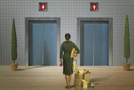 Los propietarios de los bajos y los gastos del ascensor